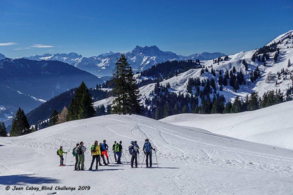 Raquettes 2019 dans le Canton de Vaud (Suisse)_le groupe dans l'immensité blanche